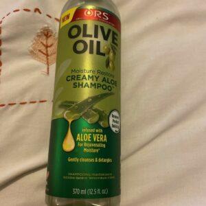 Variedad de productos para el cuidado del cabello con aceite de oliva ORS