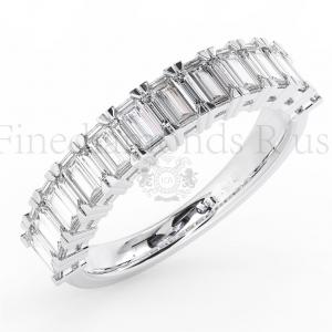 Anillo de bodas de media eternidad con diamantes de talla baguette de 1,50 quilates disponible en oro de 18 quilates