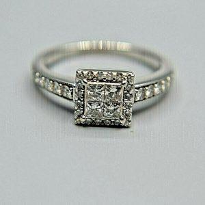 Anillo de diamantes de fantasía en oro blanco de 18 quilates