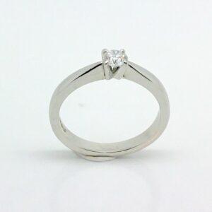 Anillo de platino con diamantes talla L1 / 2