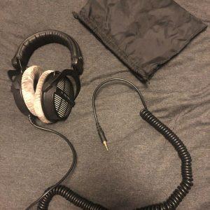 Audífonos Beyerdynamic DT 990 Pro con banda para la cabeza - Plateado / Negro
