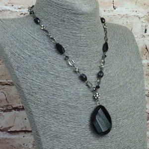 Collar con colgante M&S, acabado en bronce, cuentas facetadas negras, lágrima, diamantes de imitación