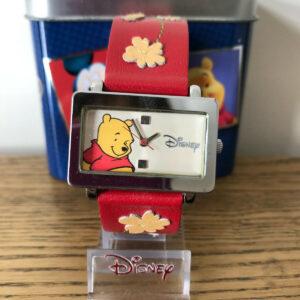 Disney Winne the Pooh Reloj de cuero rojo con hojas de otoño