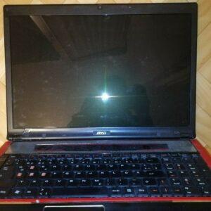 Laptop para juegos MSI GX740