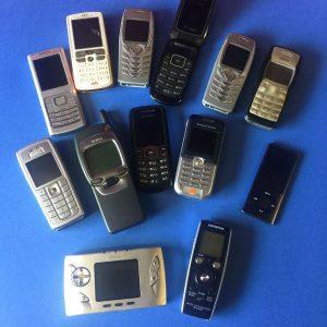 Lote de trabajo Teléfonos móviles antiguos Nokia Samsung Apple iPod