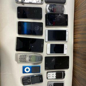 Lote de trabajo teléfonos móviles x15 repuestos o reparaciones defectuosos y no probados W17