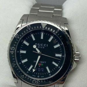 Reloj para hombre Gucci Dive de acero inoxidable con esfera negra YA136301