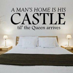 Vinilo decorativo La casa de un hombre es su CASTILLO hasta que llega la Reina Cita divertida