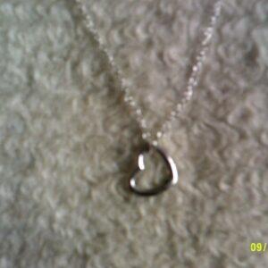colgante de plata en forma de corazón