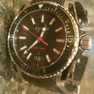 Gucci Dive Black Dial Black Rubber Men's Watch YA136303