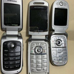 Lot of 3 Vintage Motorola Flip Cell Phones! Verizon T Mobile Originals
