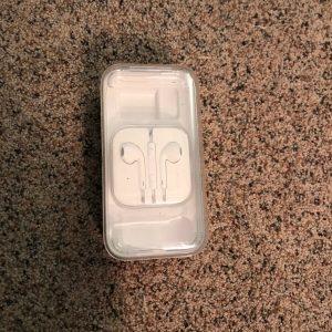 Original Apple Ear phones/ Headphones for iPhone5 NIP